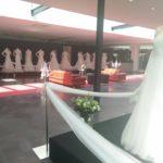 Statische modeshow bruidsjurken