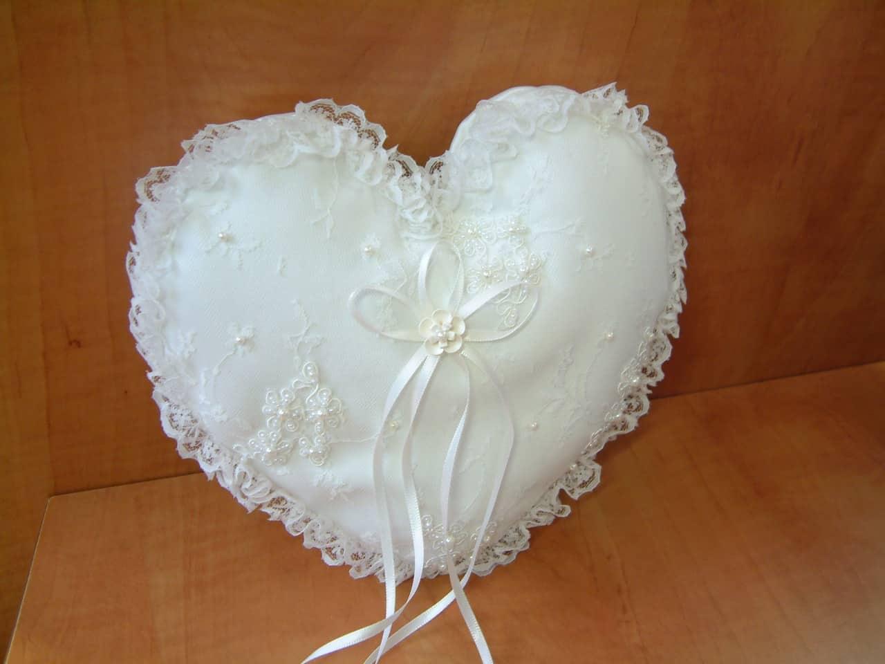 Ringhouders trouwringen hart
