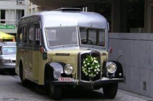 Ceremoniebus bloemenversiering