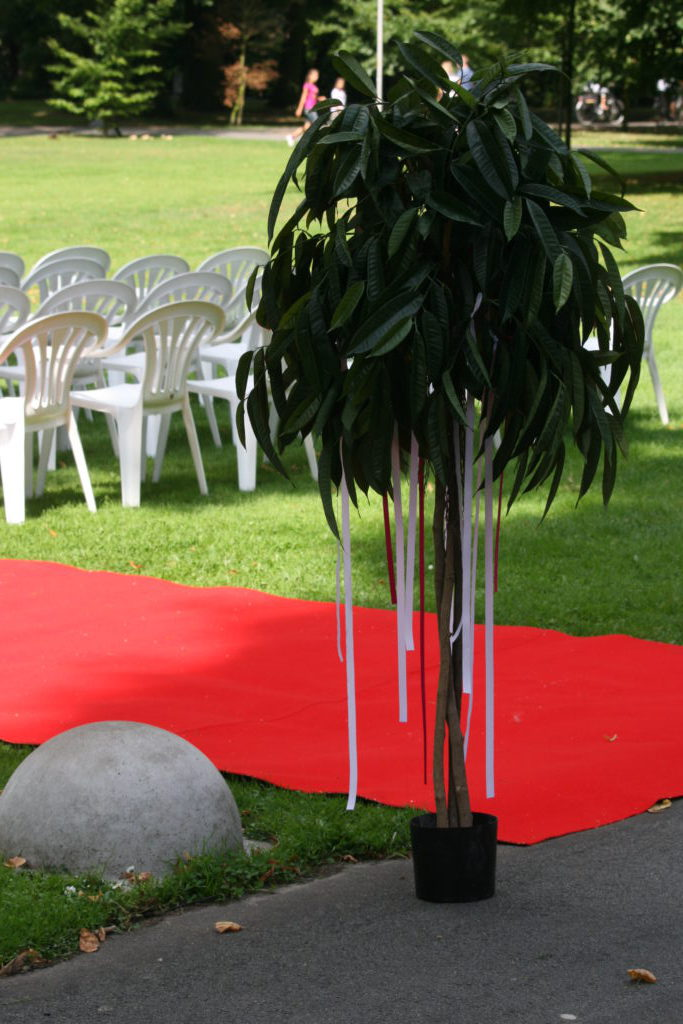 Verhuur Feestmateriaal Prieeltjes Partytafels Rode Lopers Zwart Wit