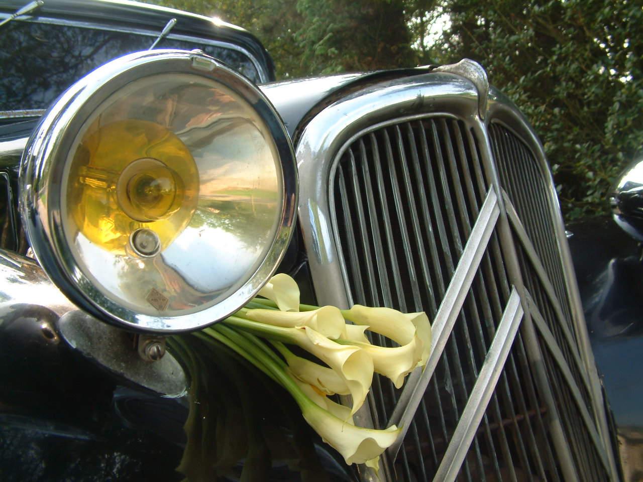 Citroën Traction Avant bloemenversiering