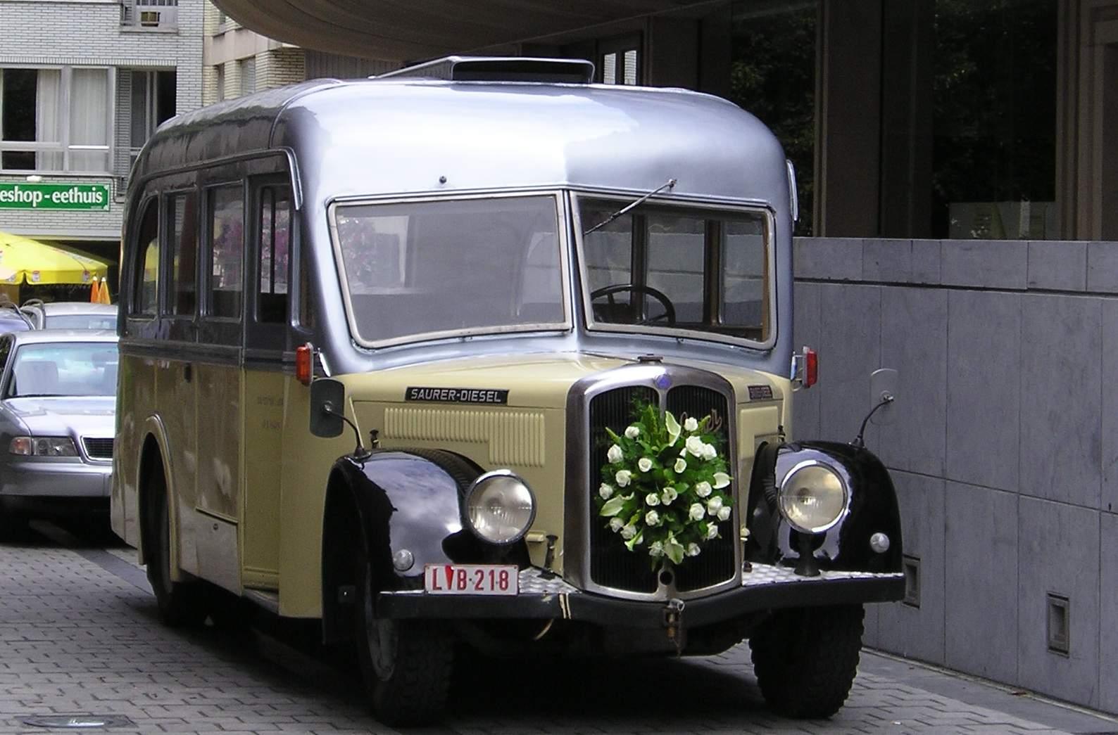Saurer minibus ceremoniebus