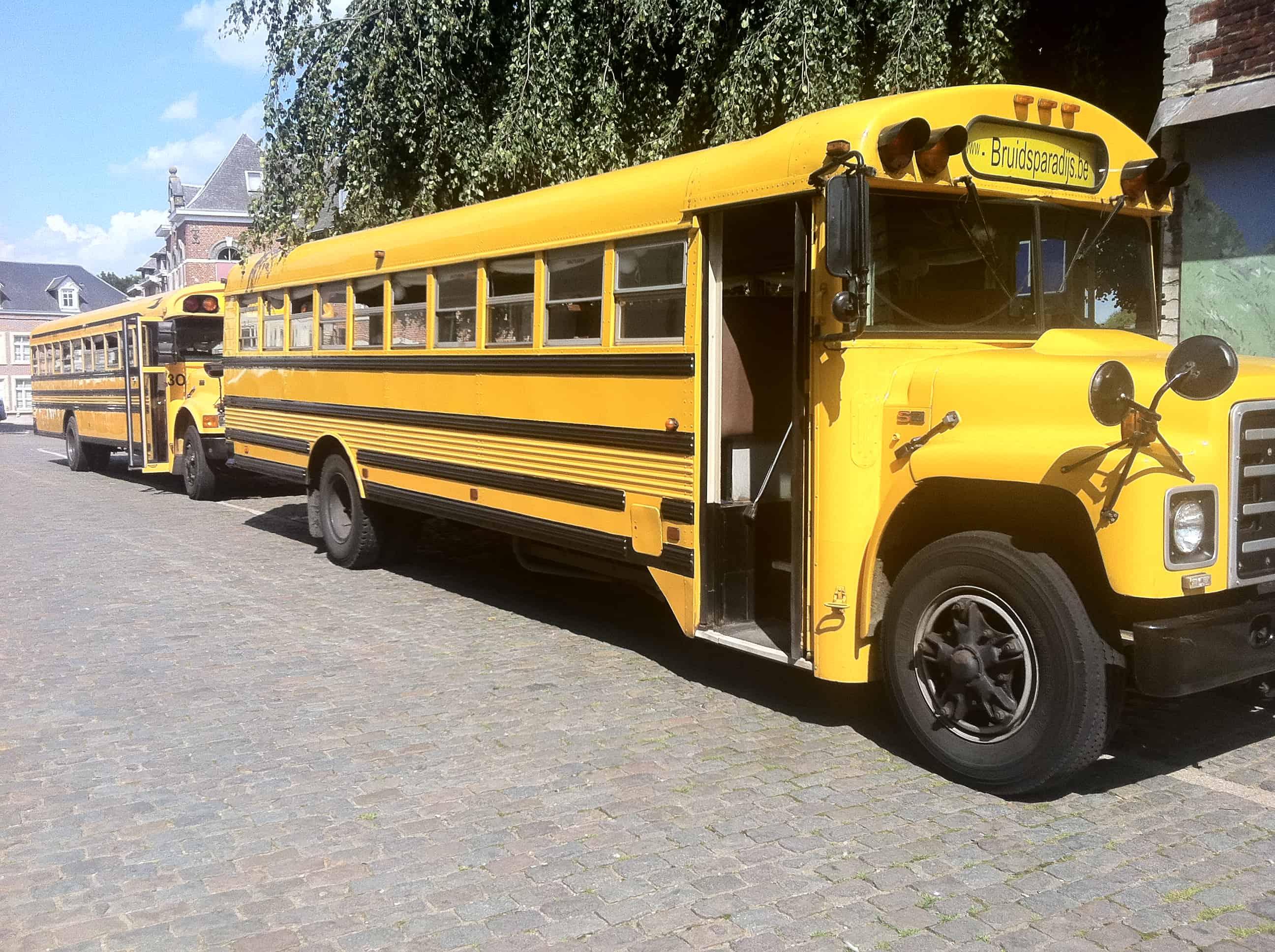 Amerikaanse schoolbussen als trouwbus