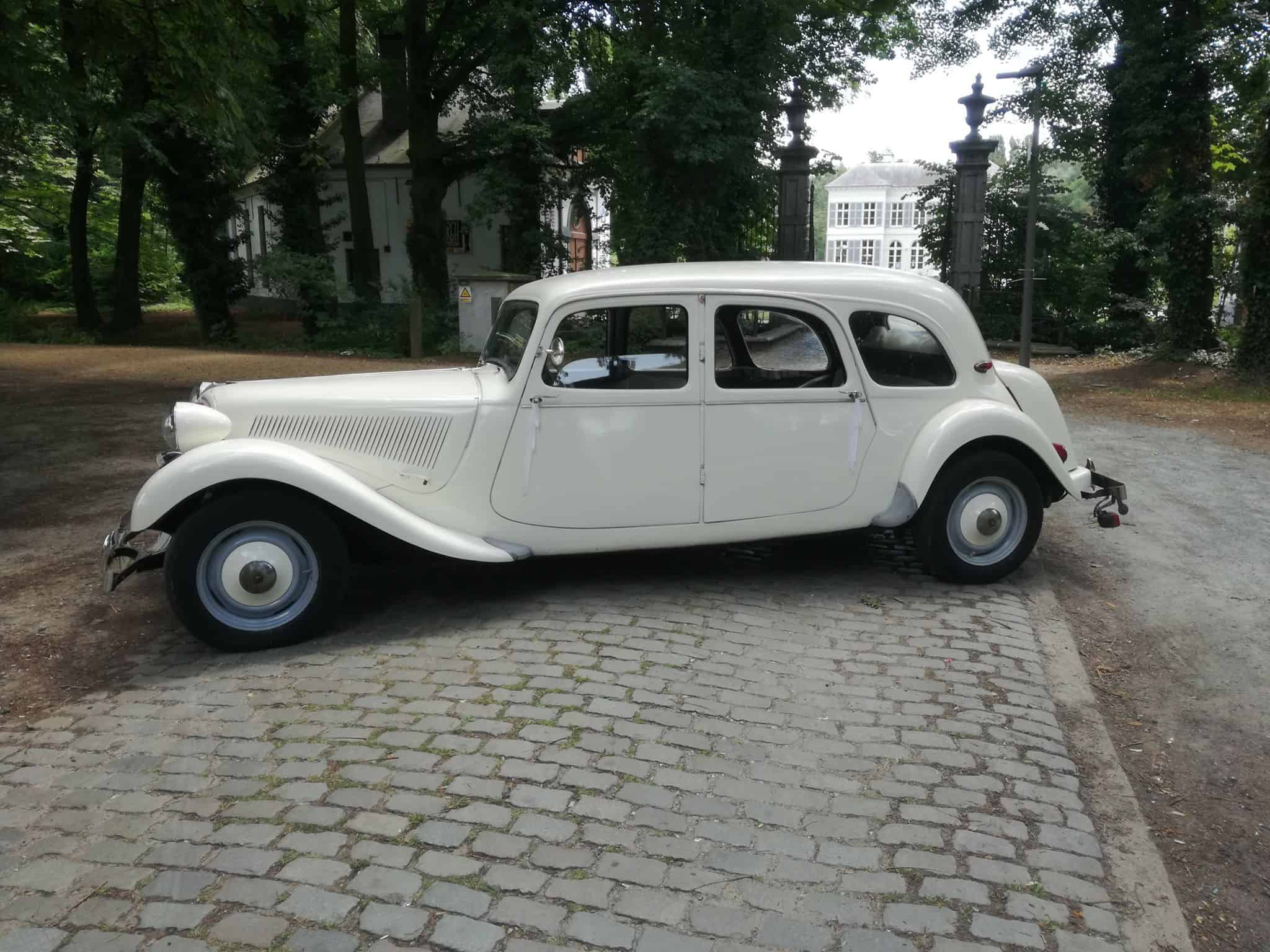 Citroën Traction Avant wit trouwauto ceremoniewagen bruidswagen