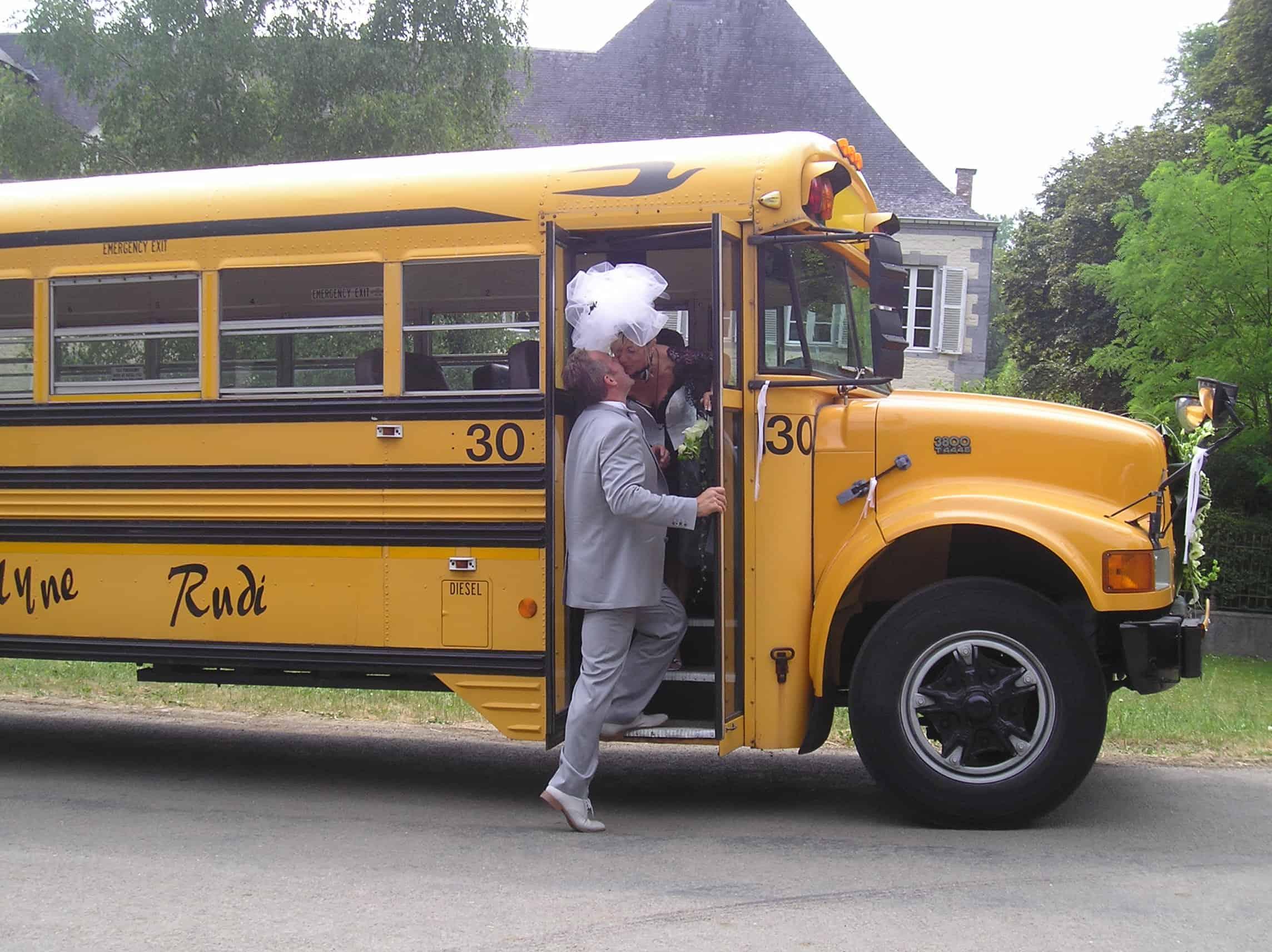 Amerikaanse schoolbus trouwbus