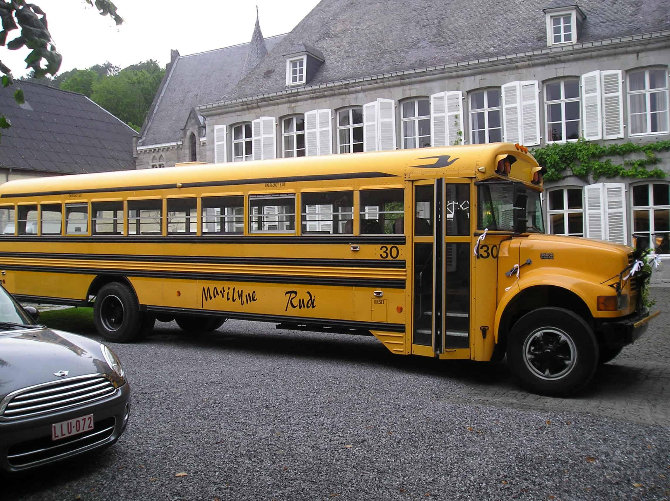 Amerikaanse schoolbus voor huwelijk