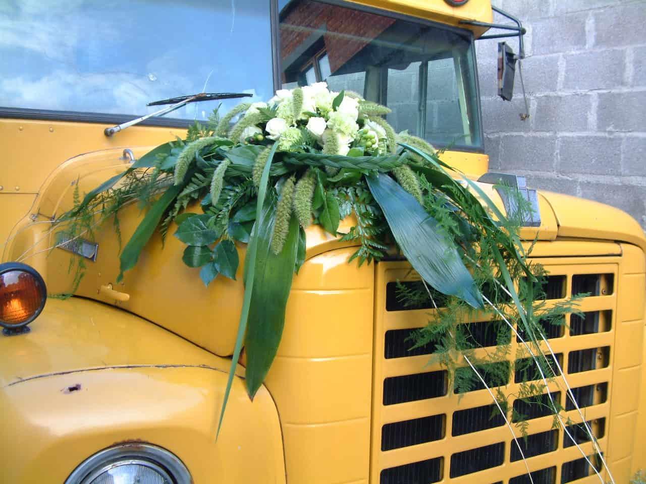 Amerikaanse schoolbus bloemenversiering huwelijk