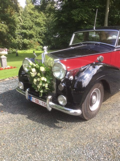 Ceremoniewagen bloemenversiering