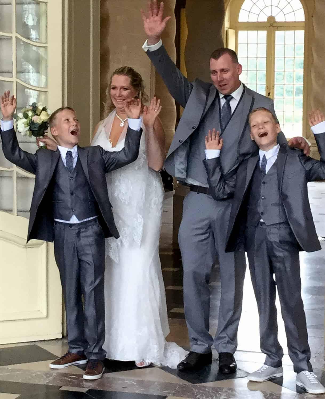 Volledige familie gekleed door Bruidsparadijs LR