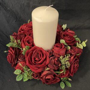 Trouwkaars Trouwdecoratie Kaars wit in rode rozenkrans 25cm