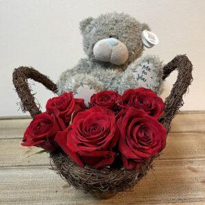Valentijn Rode Rozen Bruine Mand met Me To You Beer
