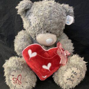 Beer MeToYou rood hart met hartjes en roze strik 45cm