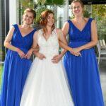Bruid met Bruidsdames Suitejurken op Maat gemaakt Bruidsparadijs