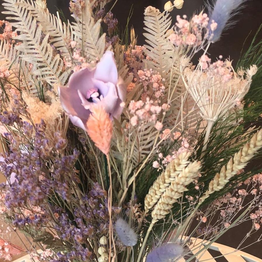 Bruidsboeket gevriesdroogde droogbloemen bohemian